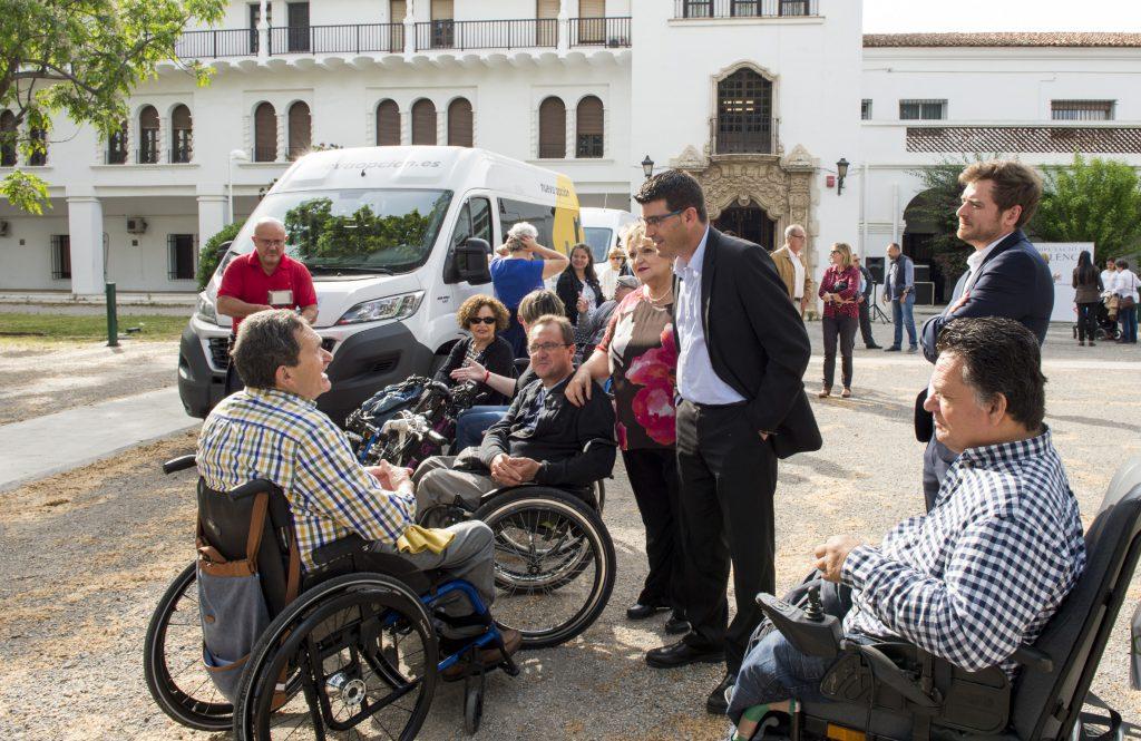2-Rodríguez y Berenguer durante la presentación de nuevos vehículos adaptados de la Diputació