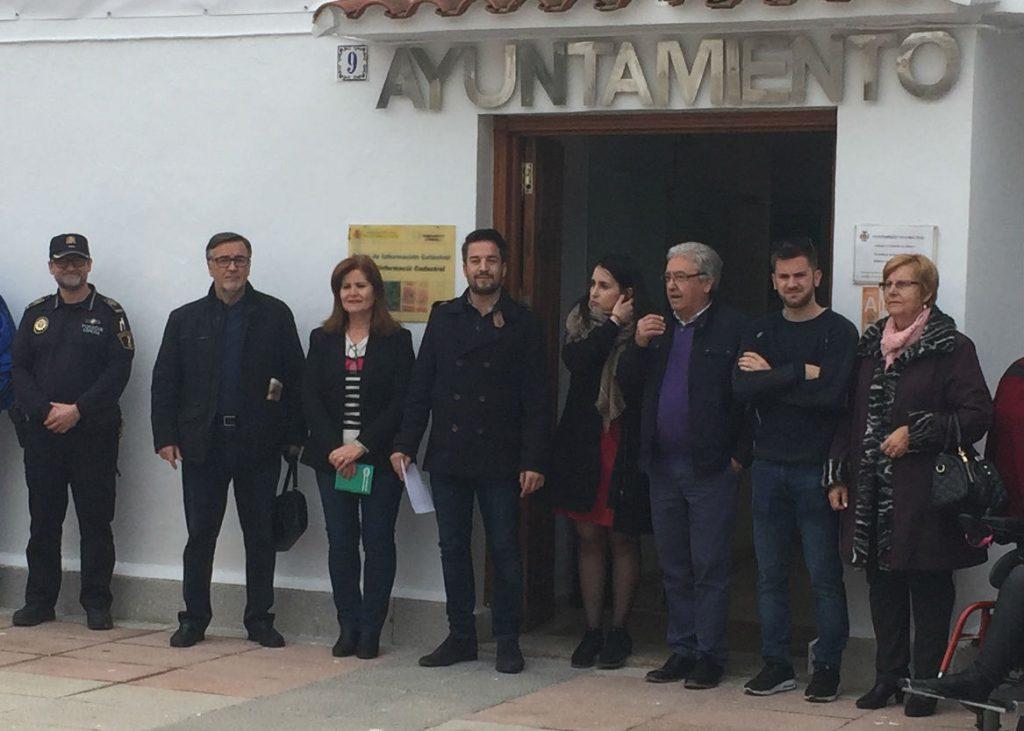El-alcalde-Sergio-Alfaro-y-concejales-de-todos-los-grupos-políticos-se-reunieron-para-la-lectura-del-manifiesto-por-el-Día-Internacional-de-la-Mujer.